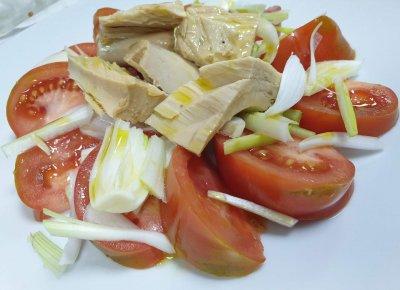 tomate de temporada con bonito